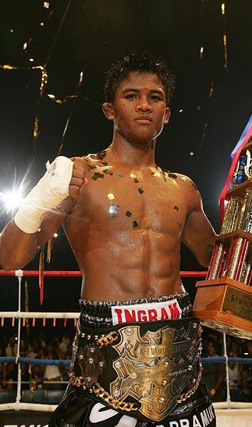 Muay_Thai_Fighter_Buakaw_Por_Pramuk_2.jpg